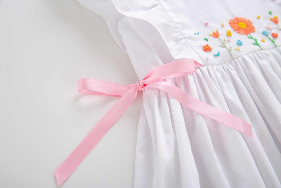 Pettigirl Branco Flor Smocked Vestido Com Fitas Cor de Rosa Vestidos de Festa de Meninas Smocked Vestidos De Natal Para A Criança G-DMGD204-96