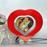 2016 Novo Coração Em Forma de Levitação Magnética Moldura Flutuante LEVOU Luz Vermelha Fotos Decoração do Casamento do Quadro Presente Da Novidade