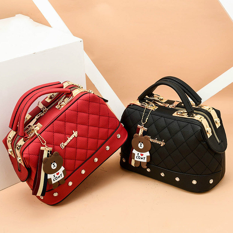 2019 New Europe Fashion Trend Bag Female Handbag Fashion Girls Shoulder Bag Bear Pend Crossbody Bag High QualityCE