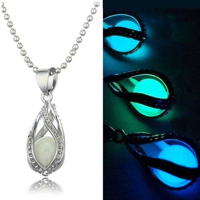 Beauty Can The Hollow Out Water Pendant Pendant Luminous Light Box of Necklace B