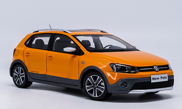 1:18 Diecast Model for Volkswagen VW Cross Polo 2012 Orange Hatchback Alloy Toy Car Miniature Collection Gifts CrossPolo 1 18 масштаб vw volkswagen новый tiguan l 2017 оранжевый diecast модель автомобиля