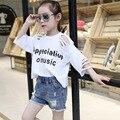 Meninas Quentes de Verão Buraco europeia T-shirt de Algodão Camisa Solta T-shirt Crianças Roupa Branca Azul Letras Impressão