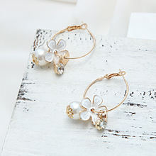 купить Fashion Flower Pearl Hoop Earrings For Women Accessories Cute Sweet Rhinestone Earrings Jewelry Gift 2019 Women's Earrings по цене 93.71 рублей