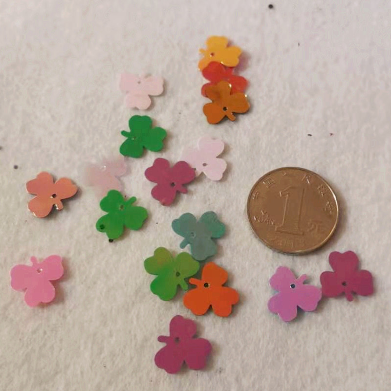 800pcs 13mm Loose Pvc Sequins Lucky Grass Shape Sequins Diy Dress Clothing Accessories Sewing Embellishment Clothing Craft in Garment Accessories Samples from Apparel Accessories