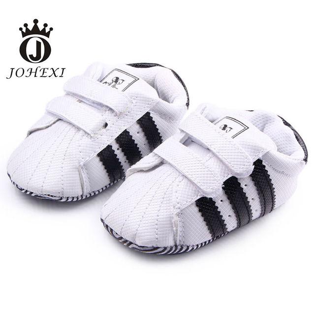 2017 de La Moda de Tres Diseño de Rayas Chica/Bebé Firstwalker Zapato Niño Recién Nacido Bebé Zapatos de Niño Suave Mancha Blanca/negro 11-13 cm