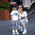 Latest style blue and white print shorts and t shirt 2pcs set clothing for mom and mother daughter matching clothes summer 2015