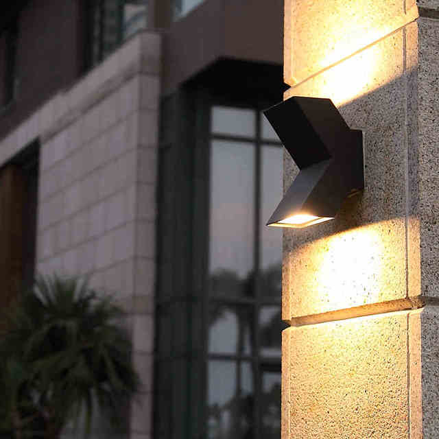 Outdoor garden lighting led landscape what types of low for Low balcony wall