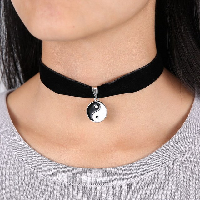 2016 Retro nuevo corto Collar gargantilla cinta de terciopelo negro collares de perlas Vampire restauración colgantes