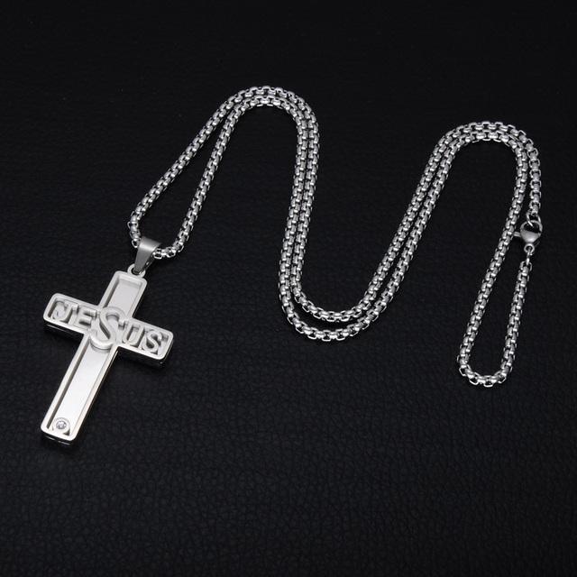 Tvåfärgat Jesus-kors med halskedja.