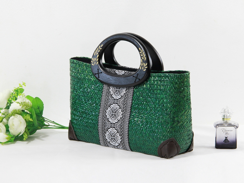 Europe and the United States big retro lady handbag handmade seaweed woven bag covered package leisure wild green package the law and the lady