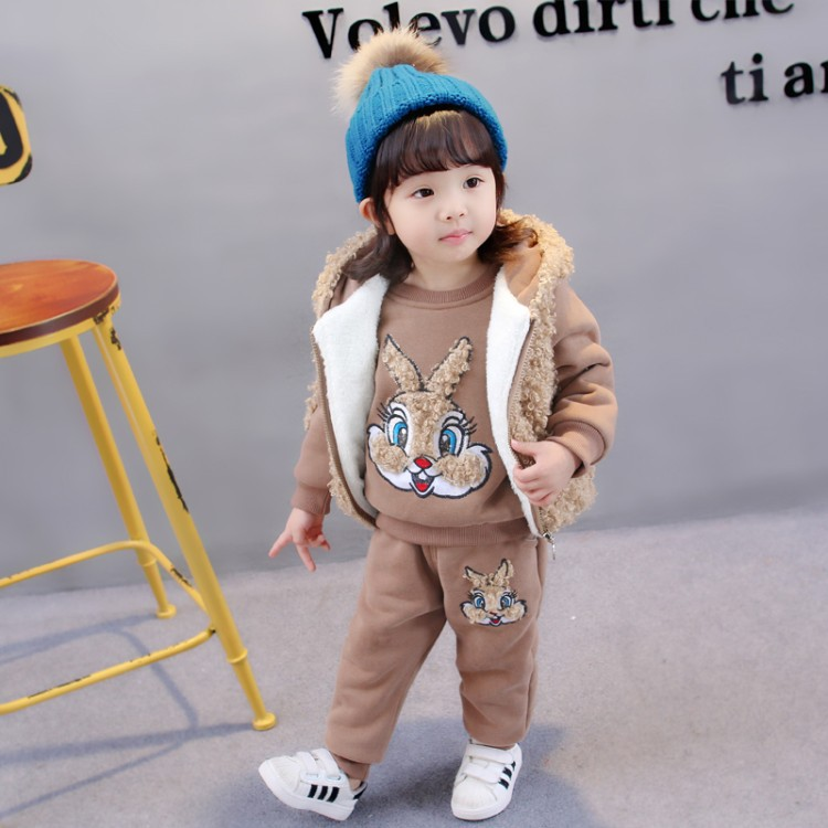 купить Baby girls clothes 3Pcs Sets Boys Winter Velvet Thermal Thickening Wadded Clothing Infants Kids warm Vest+Sweatshirt+Pant suit по цене 2548.31 рублей