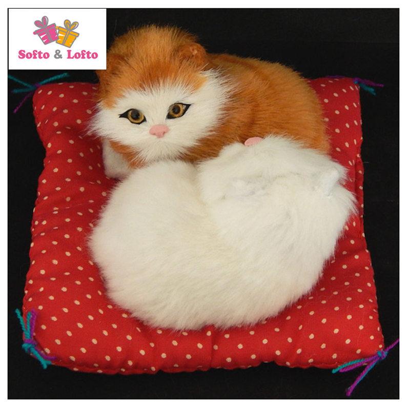 Vruća i lijepa maca