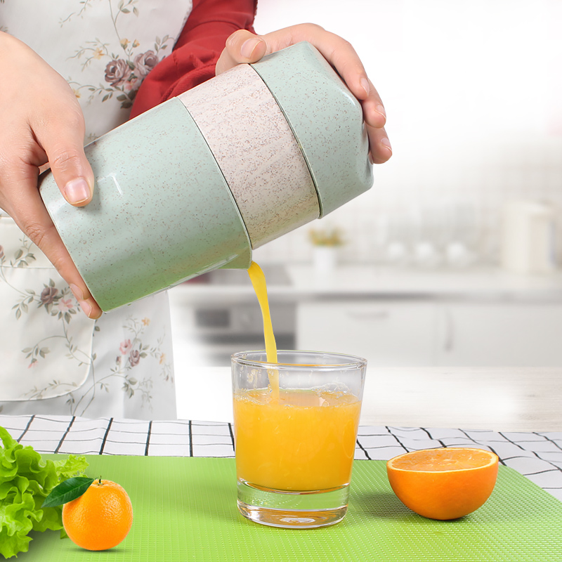 1Pcs Citrus Juicer Manual Orange Lemon Lime Squeezer Lid Rotation Press Reamer With Strainer And Container (Mint Green)