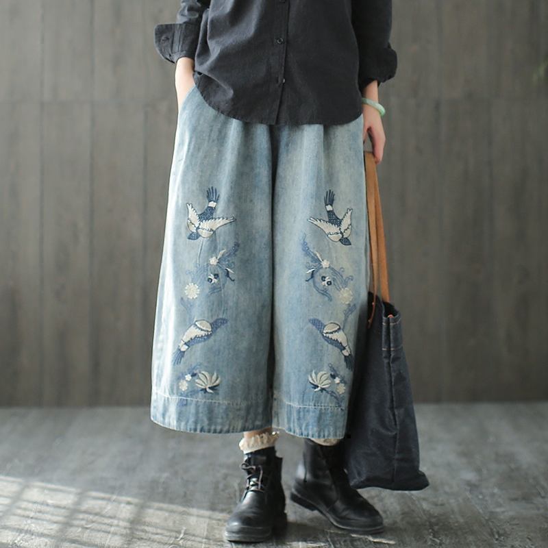 Darmowa wysyłka 2019 nowy mody 3/4 spodnie dla kobiet spodnie jeansowe w pasie spodnie szerokie nogawki hafty spodnie w stylu Vintage w Dżinsy od Odzież damska na  Grupa 1