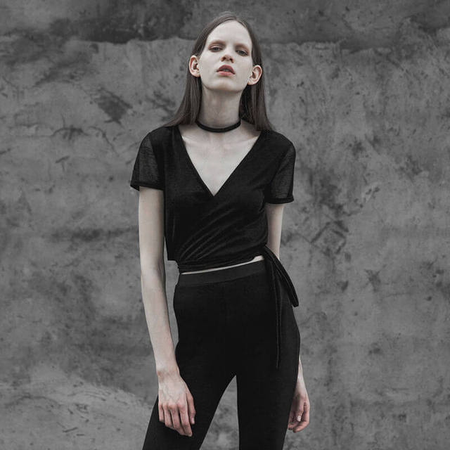 Simple T Shirt Women Sexy Black Punk Top Knitted Bandage Halter Deep V-Neck T-Shirt Short Tshirt Clothing for Ladies