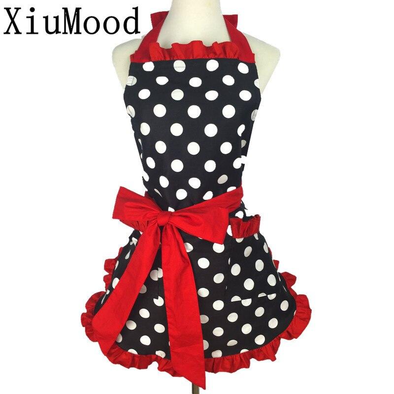 Ev ve Bahçe'ten Önlükler'de XiuMood yeni sevimli önlük % 100% pamuk önlük elbise seksi Vintage mutfak kadın nokta dantel cep hediye title=