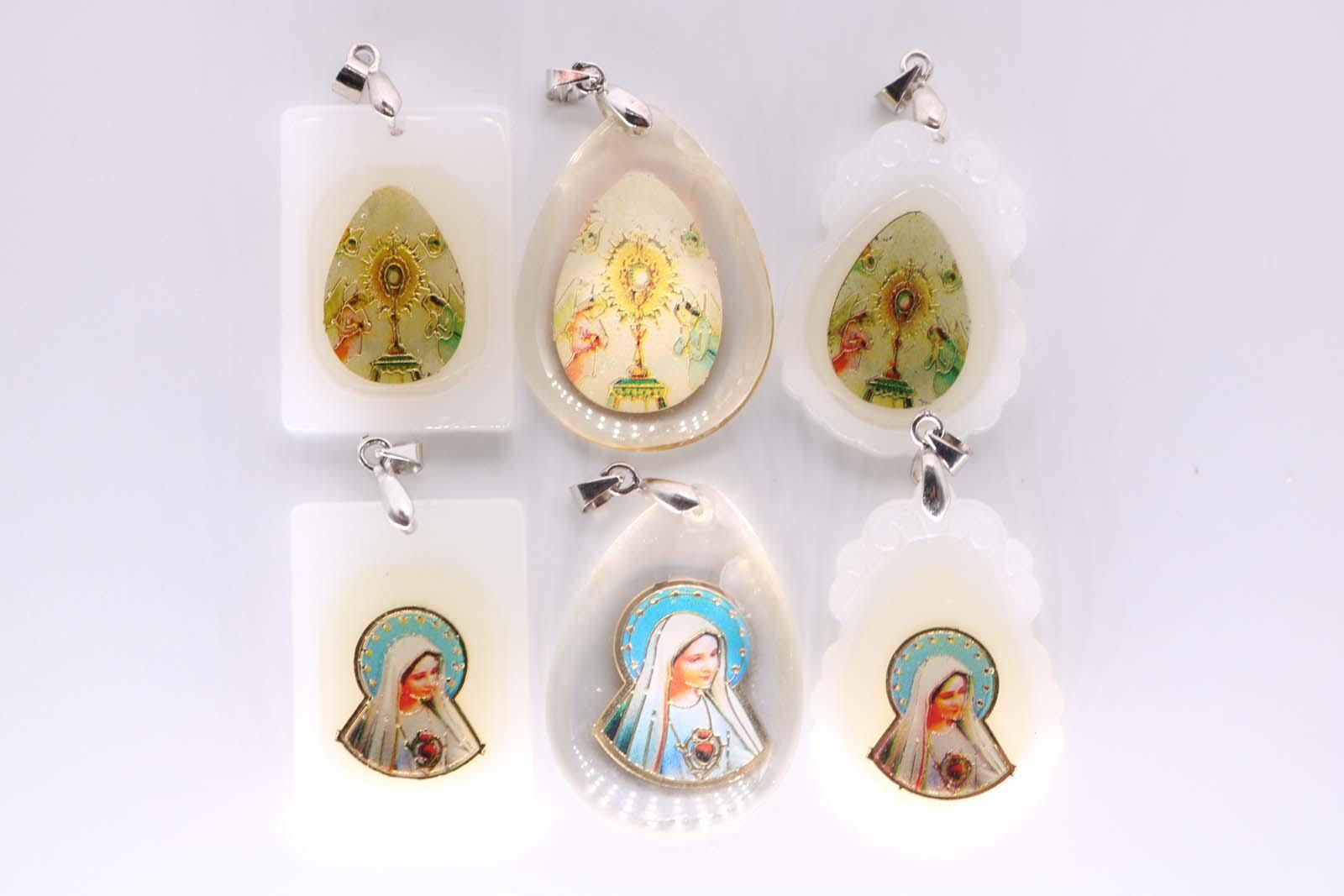 1 Großhandel Religiöse Dame Maria Rot Herz Wohlwollende Glas Anhänger Heiligen Gral Jesus Mode Anhänger Zubehör 1 Grade Produkte Nach QualitäT