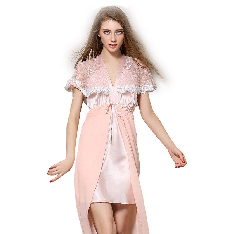 На атласном платье пятно от