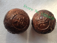 A pair of red cedar wood carving has Chinese auspicious Finger health ball