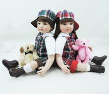 Muñecos reborn de 55 cm con trajes a cuadros