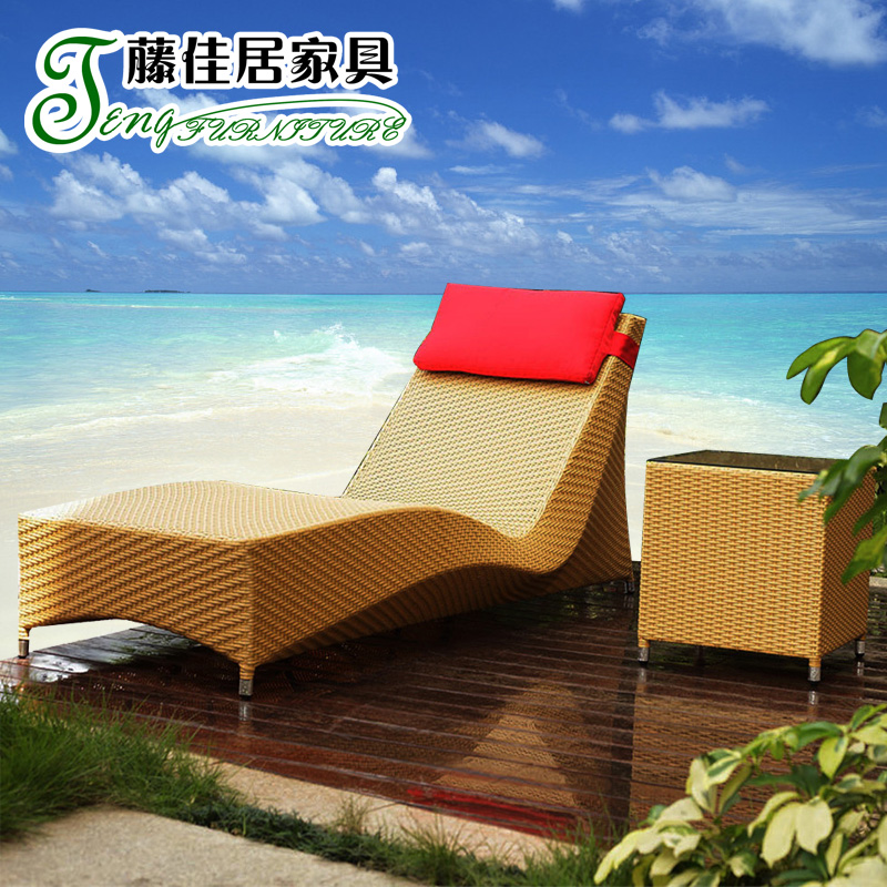 Outdoor lying bed outdoor garden terrace with swimming for Outdoor pool bed