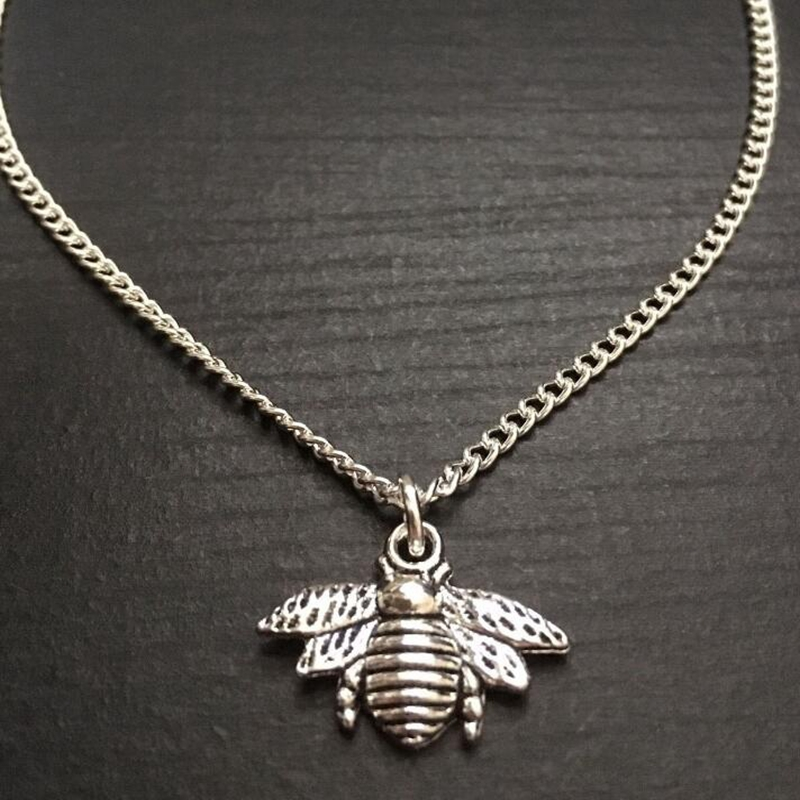 Europe America Popular Ancient Silver Bumble Bee Charm Pendants Sweater Necklace Fashion Creativity Women Jewelry Holiday Gifts