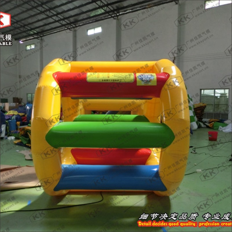 Water Park Playing Equipment 0.6mm PVC 2.2m Inflatable Water Roller Wheel Adults Inflatable Water Wheel