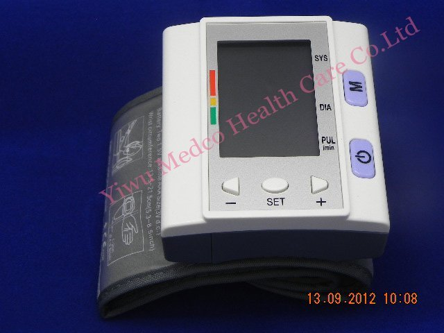 Free shipping 5pcs/lot Good quality LCD Digital wrist-type fully automatic blood pressure monitor 120 memories WHO indicator