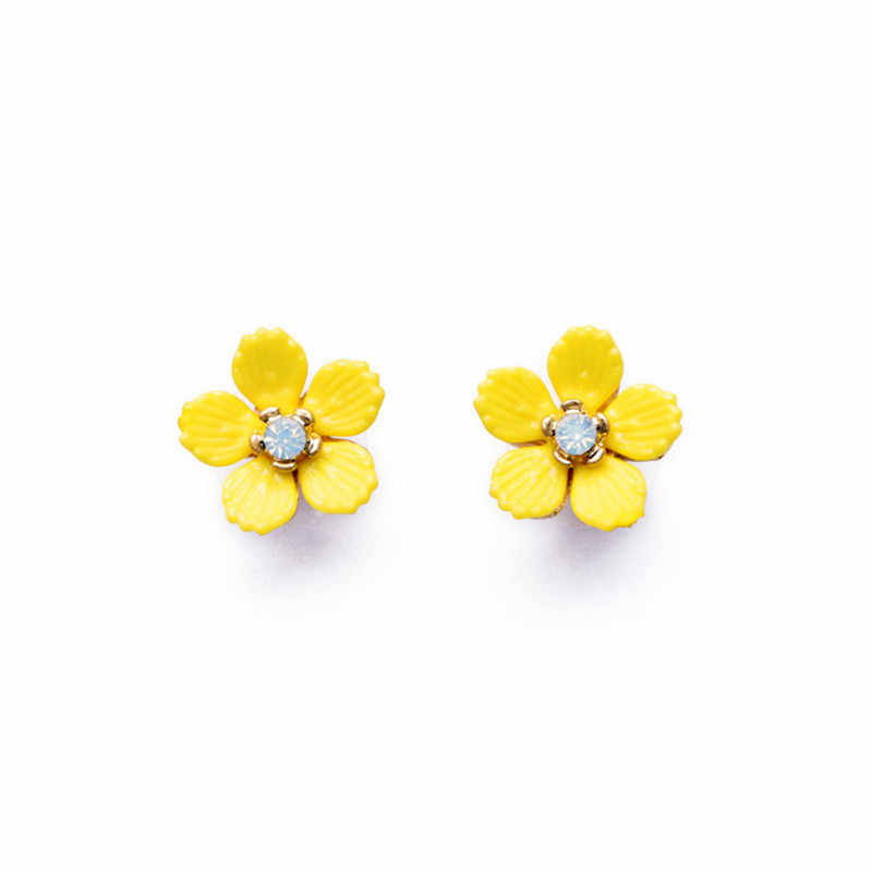 Yellow floret lovely generous lady ear nail  New yellow resin Daisy earrings