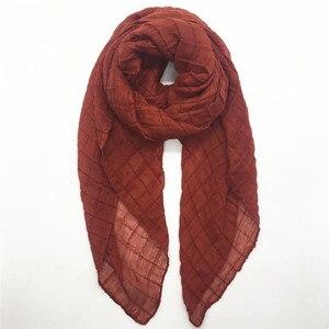 Image 3 - ขายร้อน crinkled ยืดหยุ่นผู้หญิงผ้าพันคอ/ผ้าพันคอนูนตารางผ้าคลุมไหล่นุ่มเหนียวมุสลิม hijabs wraps 10 ชิ้น/ล็อต FAST การจัดส่ง