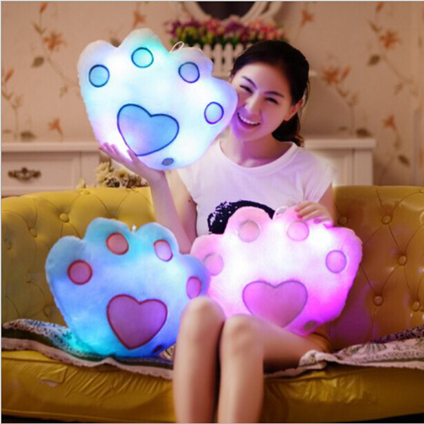 1 шт. 40 * 32 см чучело куклы медведь лапой единственным свет красочный подушки подушки офис популярные плюшевые игрушки
