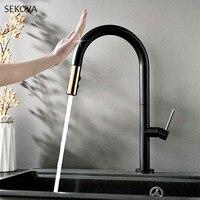 Матовый черный латунный умный сенсорный контроль вытяжной кухонный кран чувствительный сенсорный кран смеситель водопроводный кран