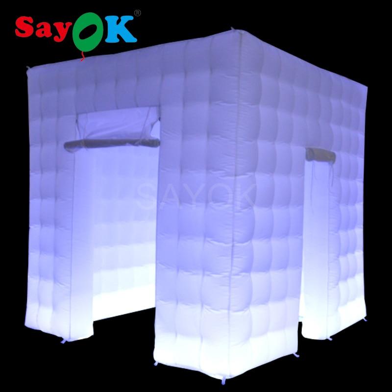 Sayok 2.5x2.5x2.5 M cabine de Photo gonflable LED décorations de fête de mariage personnalisé 2 portes cabine tente Cube avec lumières 17 couleurs
