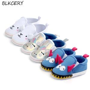 Обувь для маленьких мальчиков 1 год, подарок для новорожденной девочки, новинка, модные лоферы с мультяшными животными, вечерние туфли на де...