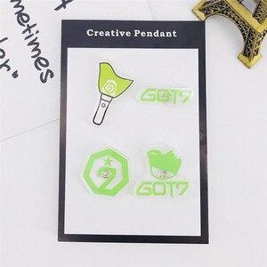 Набор из 4 предметов, Корейская комбинация, с логотипом SEVENTEEN GOT7 EXO, черная эмалированная брошка в подарок другу