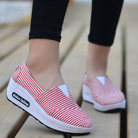 7412e8e688 ... Lace Up Adolescente do Sexo Feminino Meninas de Caminhada. Wedges  Shaking Sneakers On The Platform Pink Sneakers Slip On Women Canvas Shoes  Gingham ...