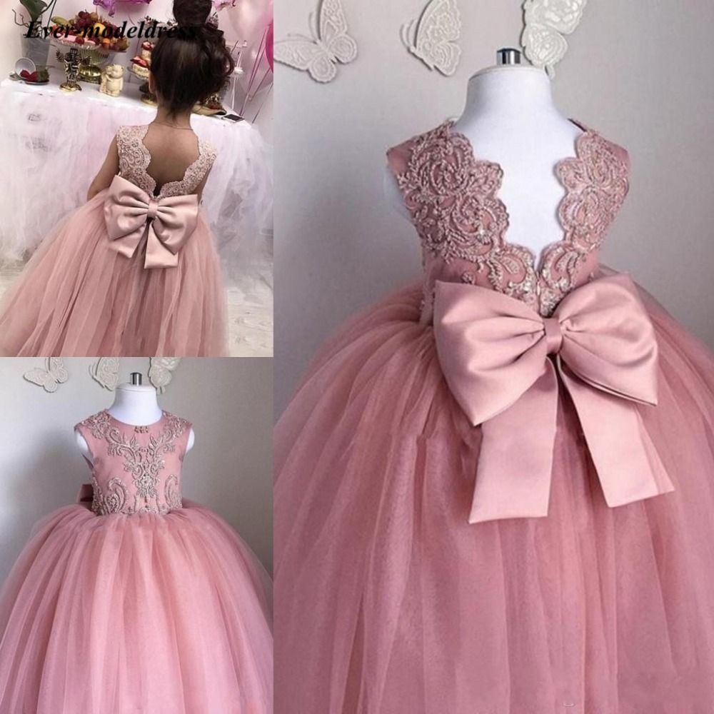 Lovely Flower Girl Dresses 2020 O-Neck Ball Gown Big Bow Appliques Long Little Pageant Gowns Girls First Communion Gowns Cheap