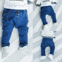 Осень 2017 г. джинсы для маленьких мальчиков Брюки для девочек младенческой Мотобрюки одежда для малышей Обувь для девочек голубой цвет модны...