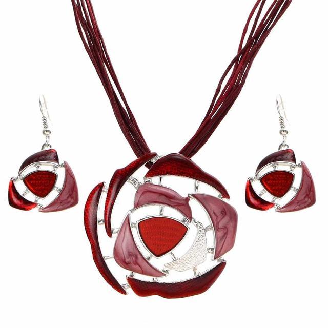 Vintage Enamel Jewelry Set...