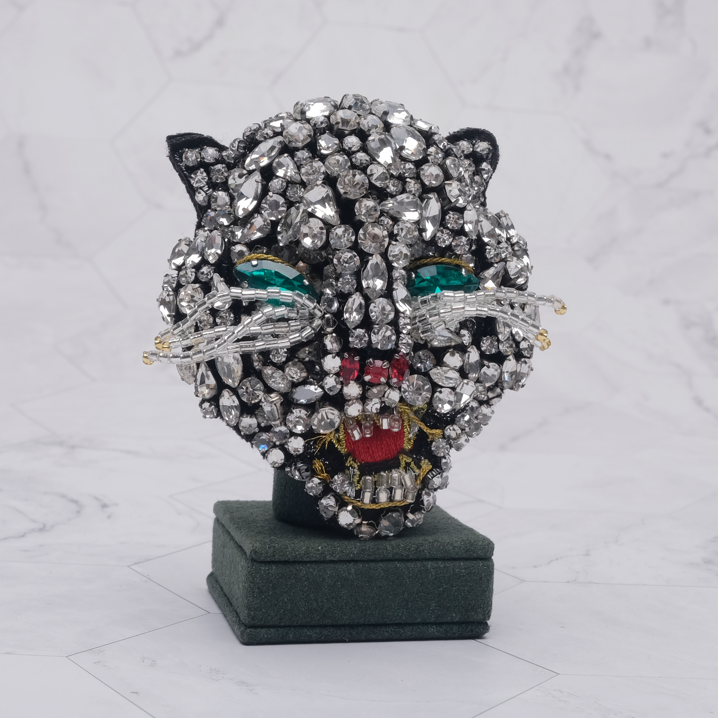 Cat head design shiny vintage brooch in Brooches from Jewelry Accessories