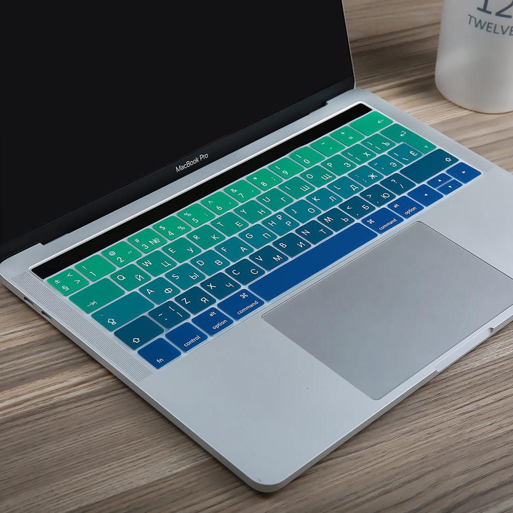 EU ryska Ukraina Cyrillic Ultra Thin Silicone Keyboard Cover Klistermärke för Macbook Pro 13 15 Retina Touch Bar A1706 A1707