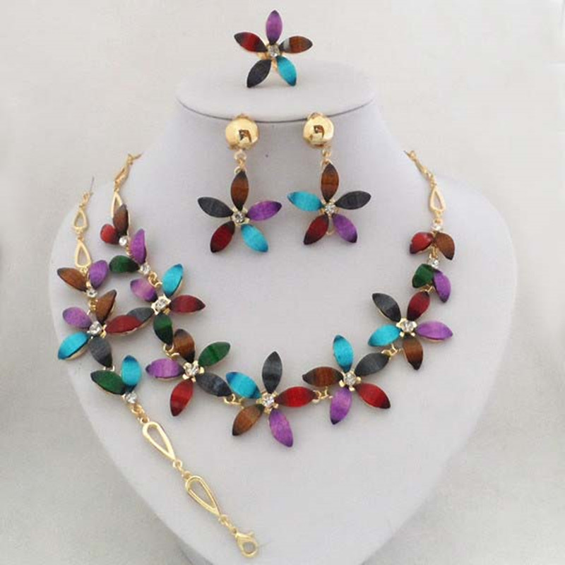 cbb4f4222b65 Lujo de oro de color flor de la buena calidad diseño Juegos de joyería  pretty moda mujeres oro collar Sets
