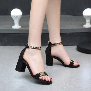 Image 3 - Sandálias femininas 2019 verão quadrado saltos grossos vermelho preto fivela tornozelo cinta salto alto bloco aberto dedo do pé sandálias de festa mulher bomba