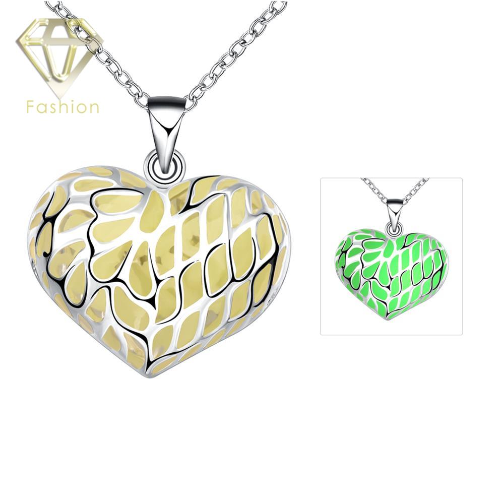 532ab93a5667 Collar en forma de corazón romántico plata plateado 3 estilos del color  luminoso noche Colgantes moda joyería para Mujeres Hombres