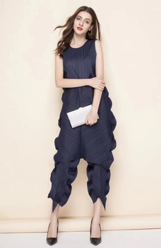 HOT SELLING Miyake fold solid  sleeveless o-neck loose and Kelp shape dress + Kelp shape ankle-legth pants suit IN STOCK