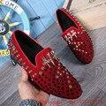 Diseñadores de moda Rojo Negro Tachonado Zapatos de Los Hombres de Lujo Hecho A Mano Rhinestone de Los Hombres de Los Holgazanes Pisos Hombres Zapatos de Cuero de Gamuza de Terciopelo