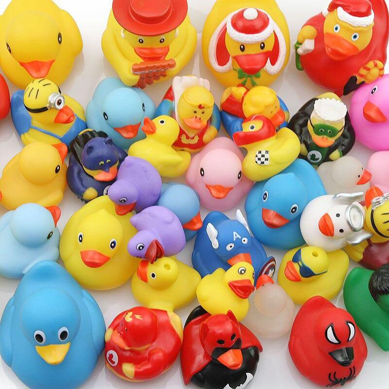 100 pçs do bebê banheiro brinquedo de água de borracha pato novo pato piscina flutuante jogar brinquedo de água pato estilo entrega aleatória