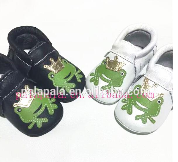 Nuevo Cuero Genuino de la Vaca animales impresión diseño de la rana Del Bebé Mocasines Moccs Suaves Zapatos infantiles ARCO niñas primeros caminante Anti-deslizamiento