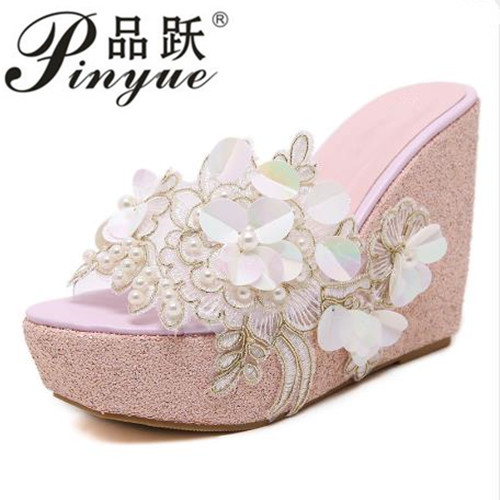 Summer sandals Beaded flowers platform wedges women slippers fashion flip flops hot bohemian national style women sandals fashion women s sandals with flip flops and beaded design