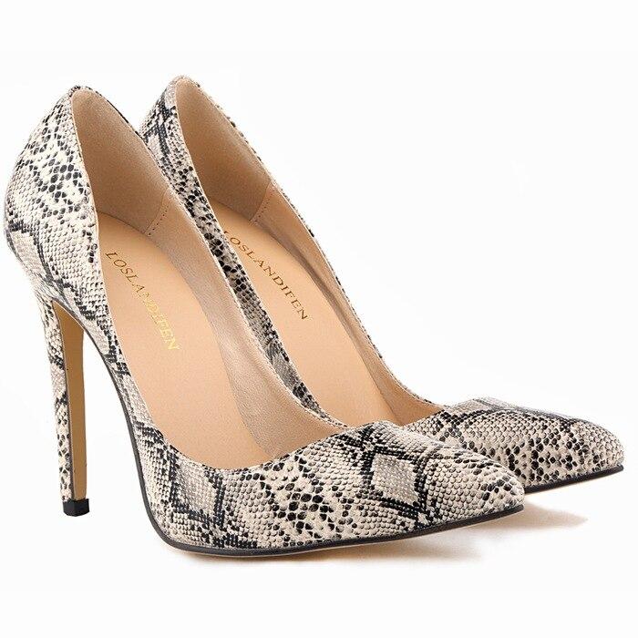 c3f355ba Zapatos de tacón fino de piel con estampado de leopardo de serpiente ...